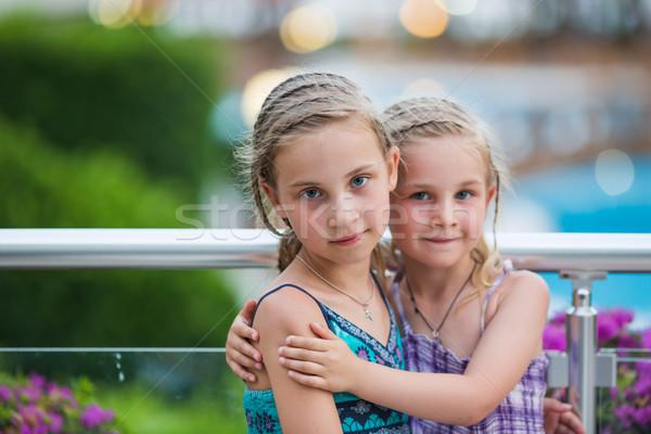 Retrato hermosa niñas hermanas playa Foto stock © Len44ik