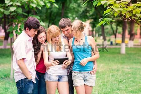 Grup mutlu gülen Öğrenciler açık Stok fotoğraf © Len44ik