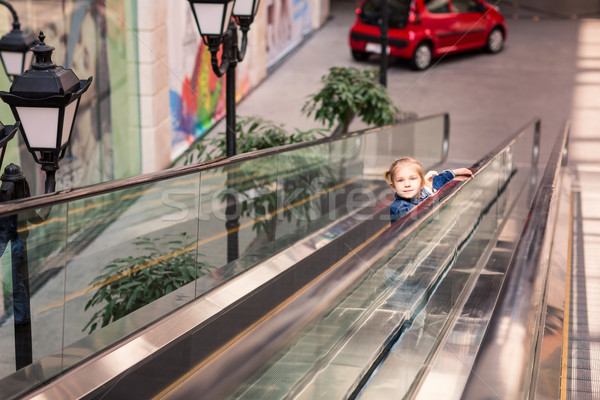 Cute piccolo bambino shopping centro scala mobile Foto d'archivio © Len44ik