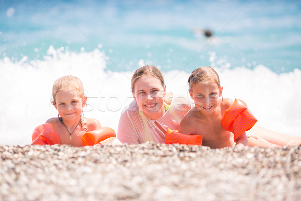 Feliz mãe crianças praia família Foto stock © Len44ik