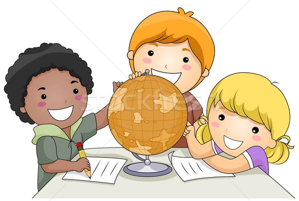 Geografia mała grupa dzieci studia świecie dziewczyna Zdjęcia stock © lenm