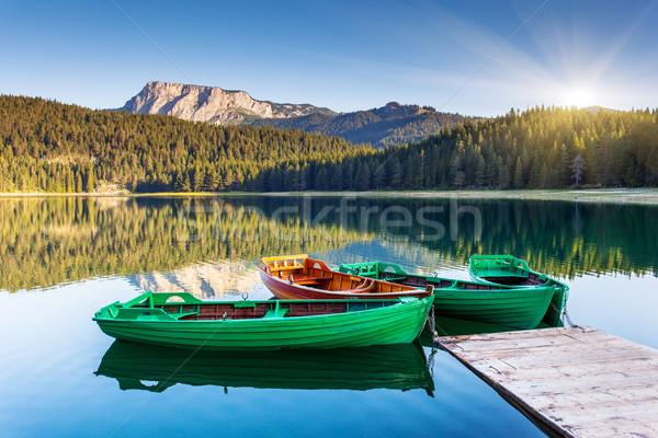 Tó tükröződés víz hegy hajók fekete Stock fotó © Leonidtit