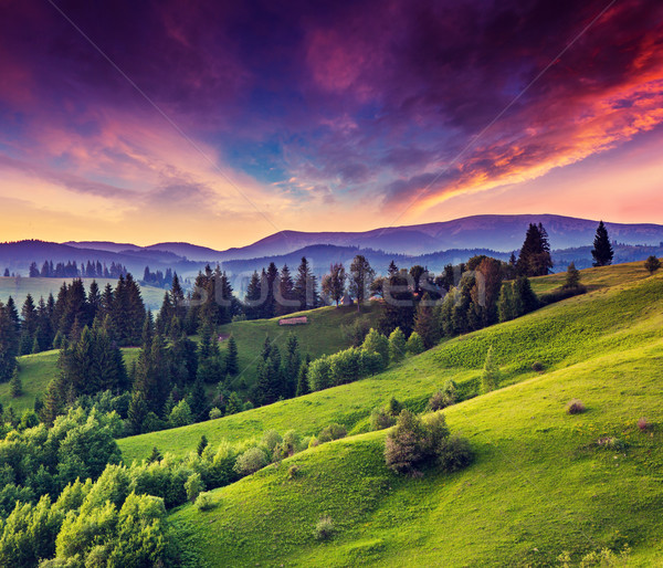 Coucher du soleil majestueux montagne paysage coloré nuage Photo stock © Leonidtit