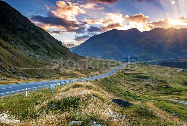 Majestueux coucher du soleil montagnes paysage dramatique ciel Photo stock © Leonidtit