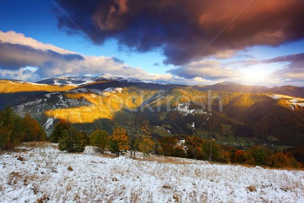 Hegy fantasztikus reggel tájkép színes égbolt Stock fotó © Leonidtit