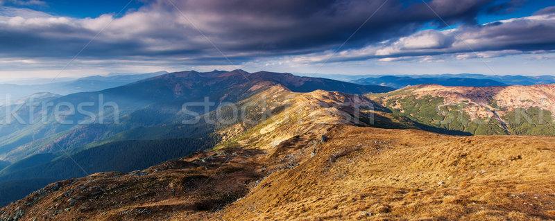 Hegy tájkép gyönyörű kilátás vidéki alpesi Stock fotó © Leonidtit