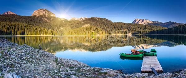 湖 反射 水 山 船 黑色 商業照片 © Leonidtit
