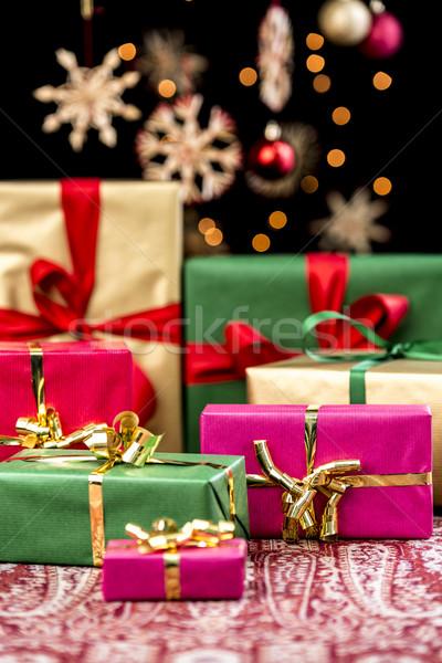 Karácsony ajándékok szalagok karácsony ajándékok piros Stock fotó © leowolfert