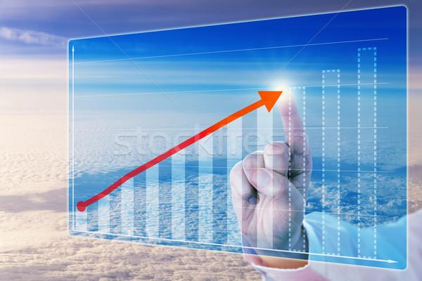 Dedo tocar crecimiento flecha pronóstico tabla Foto stock © leowolfert