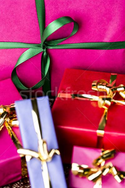 Smaragd magenta ajándék doboz közelkép lövés zöld Stock fotó © leowolfert