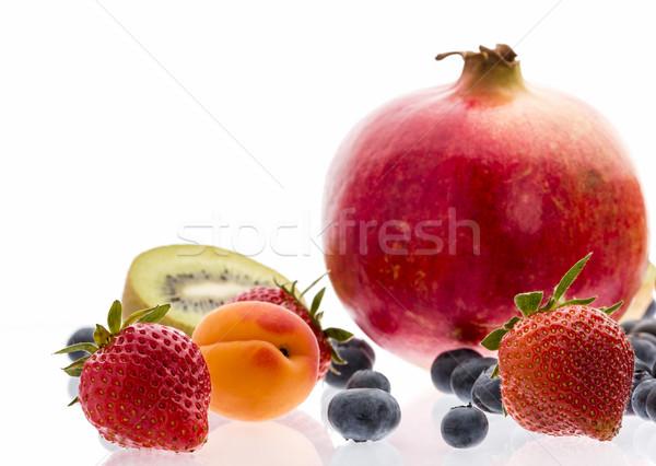 Outro fruto fortalecimento morangos Foto stock © leowolfert
