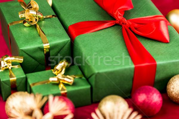 Négy karácsony ajándékok zöld karácsony ajándékok Stock fotó © leowolfert