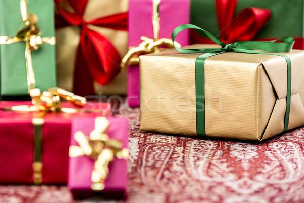 Presenta molti scatola regalo smeraldo arco Foto d'archivio © leowolfert