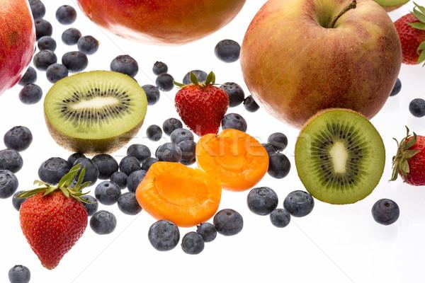Abrikoos kiwi ander vruchten geïsoleerd Stockfoto © leowolfert