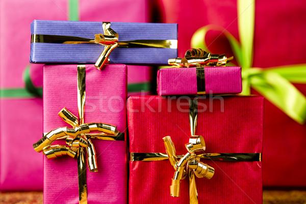 Zes geschenken gelegenheid presenteert kleuren bogen Stockfoto © leowolfert