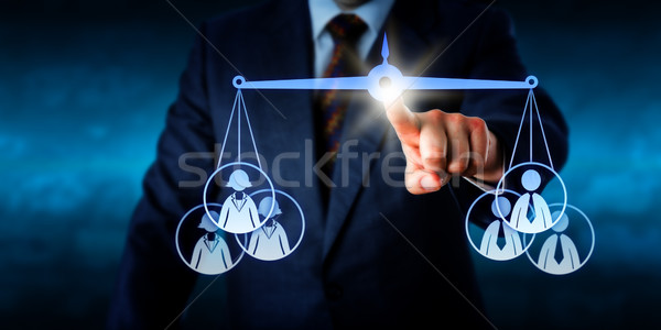Torso balancing vrouwelijke mannelijke werk team Stockfoto © leowolfert
