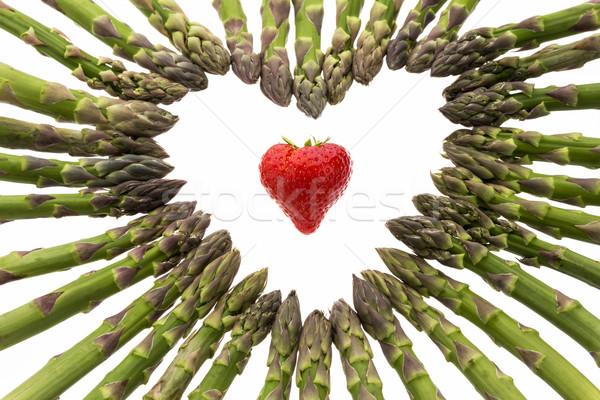 Fraise coeur asperges rouge centre sur Photo stock © leowolfert