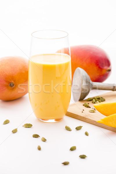Mango meyve sallamak kakule sütlü Stok fotoğraf © leowolfert