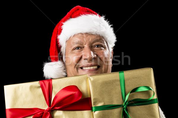 Glimlachend man twee gouden geschenken Stockfoto © leowolfert