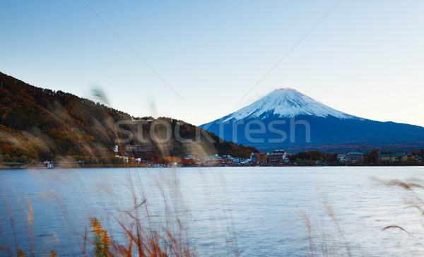 Montana fuji lago cielo hierba naturaleza Foto stock © leungchopan