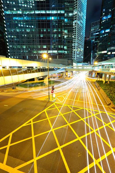 Moderne stedelijke City Night auto gebouw straat Stockfoto © leungchopan
