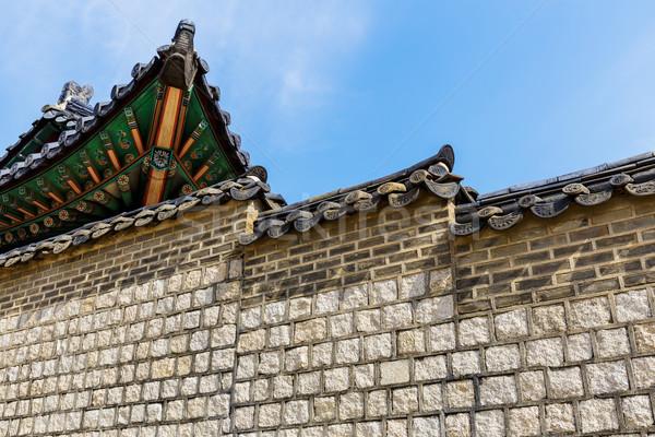 Tradycyjny architektury domu ściany ogród niebieski Zdjęcia stock © leungchopan