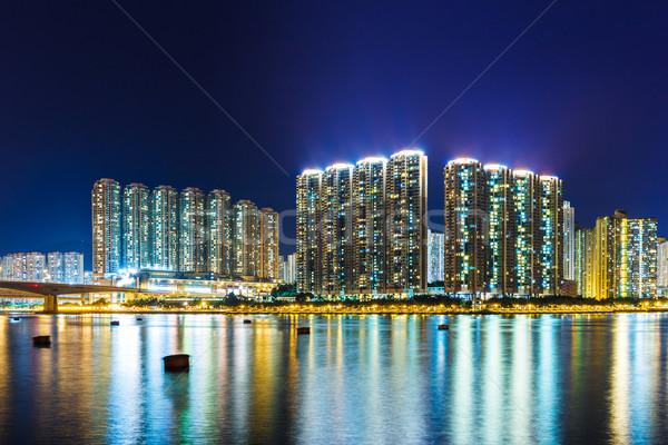 Társasház Hongkong éjszaka tenger híd Stock fotó © leungchopan