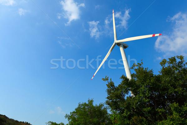 Rüzgar türbini manzara teknoloji alan yeşil çiftlik Stok fotoğraf © leungchopan
