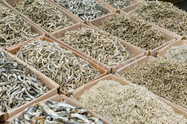 Secas pequeno salgado peixe papel mercado Foto stock © leungchopan