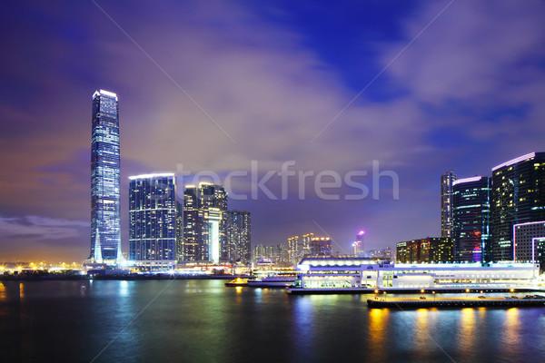 Distrito noche horizonte paisaje urbano crucero edificio de oficinas Foto stock © leungchopan