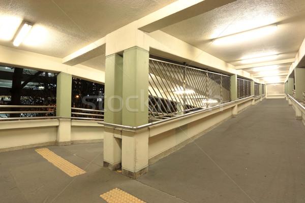 Passarela edifício luz rua ponte urbano Foto stock © leungchopan