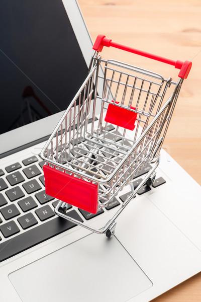 Foto stock: Carrinho · de · compras · laptop · casa · teclado · terra · mercado