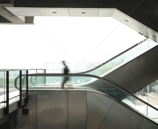 Homme d'affaires déplacer escalator bureau urbaine sac Photo stock © leungchopan
