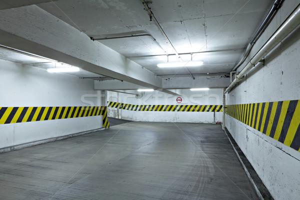 Parking voiture bâtiment lumière chambre urbaine Photo stock © leungchopan
