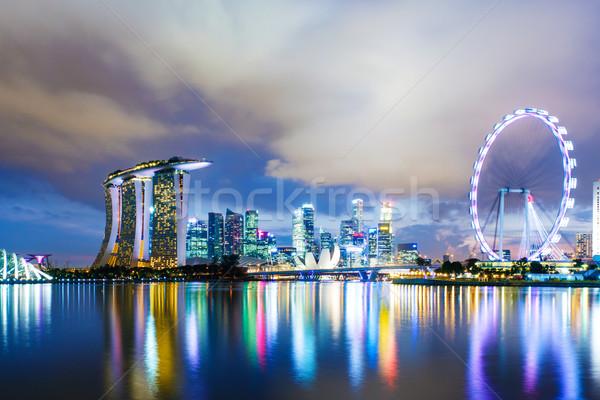 Szingapúr sziluett éjszaka üzlet égbolt híd Stock fotó © leungchopan
