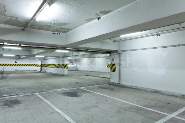 Podziemnych parking samochodu niebieski czerwony wnętrza Zdjęcia stock © leungchopan