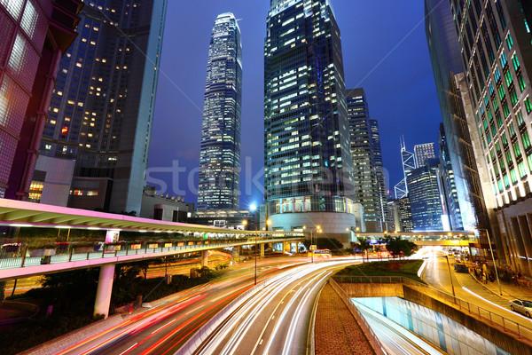Tráfico urbanas noche cielo edificio luz Foto stock © leungchopan