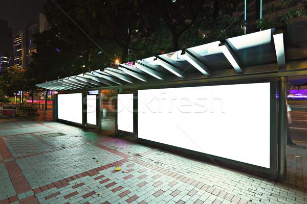 看板 バス停 1泊 道路 市 ガラス ストックフォト © leungchopan