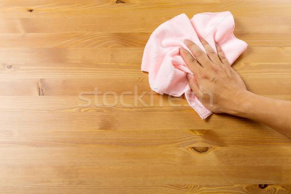 Limpeza tabela rosa trapo casa homem Foto stock © leungchopan