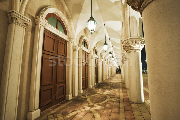 Foto d'archivio: Vecchio · corridoio · casa · città · muro · luce