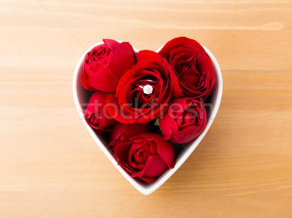 Rózsa gyémántgyűrű bent szív alak tál szeretet Stock fotó © leungchopan