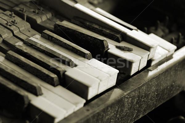 Gebroken piano sleutel muziek hout geluid Stockfoto © leungchopan