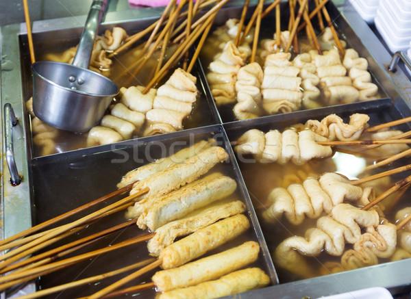 Local comida peixe bolo madeira mercado Foto stock © leungchopan