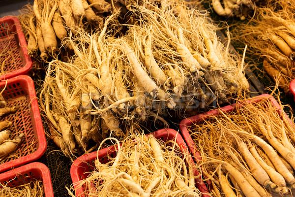 свежие женьшень продавать продовольствие рынке Азии Сток-фото © leungchopan