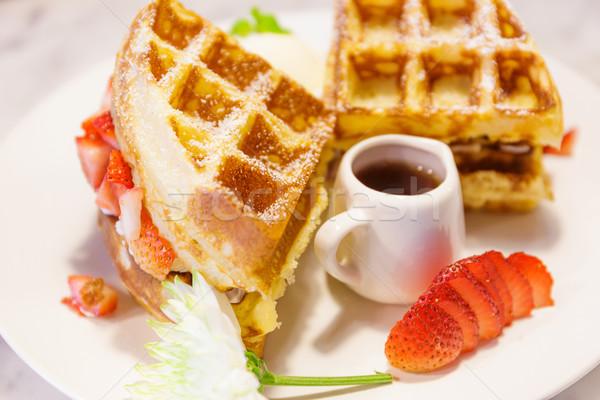 Siroop aardbeien cake aardbei dessert room Stockfoto © leungchopan