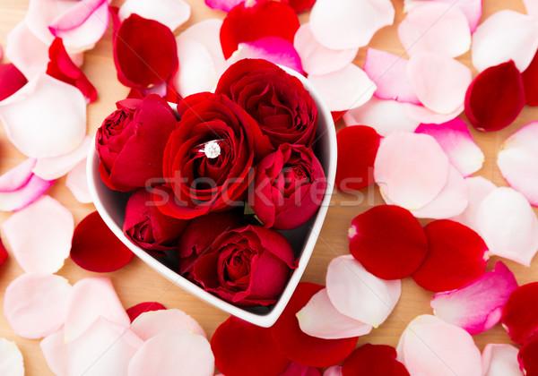バラ ダイヤモンドリング 心臓の形態 ボウル 愛 ストックフォト © leungchopan