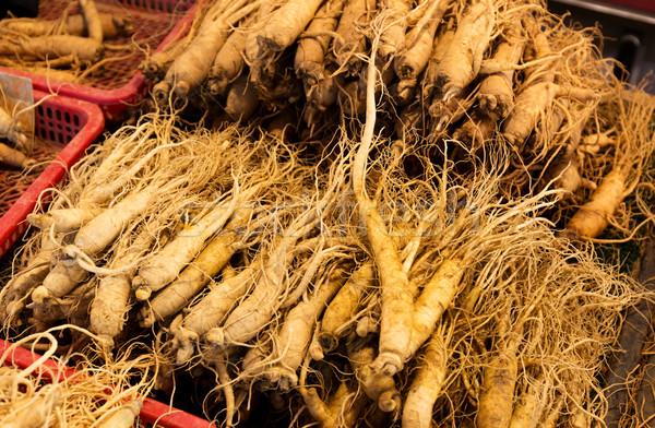 Fraîches ginseng alimentaire marché Asie contenant Photo stock © leungchopan