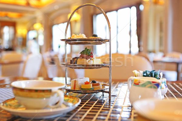 Chá da tarde casamento jardim bolo restaurante prato Foto stock © leungchopan