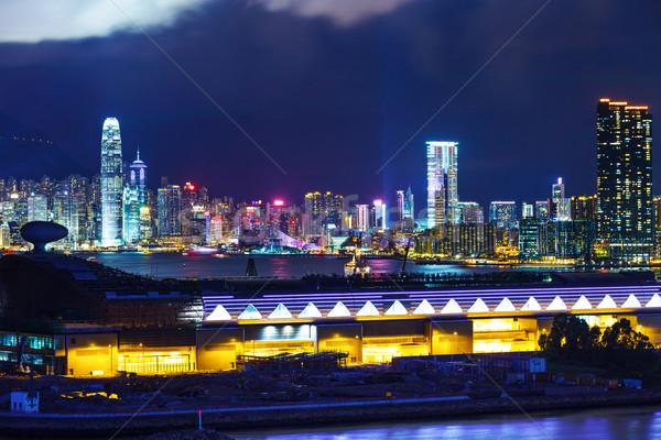 Hongkong sziluett éjszaka épület tájkép tenger Stock fotó © leungchopan