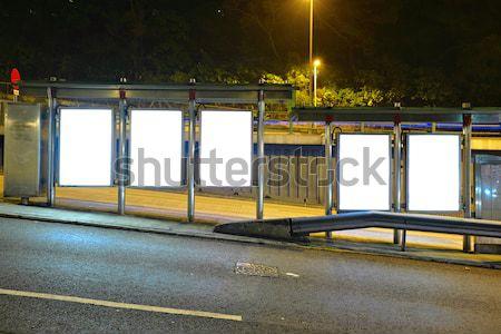Quadro de avisos parada de ônibus noite estrada cidade vidro Foto stock © leungchopan